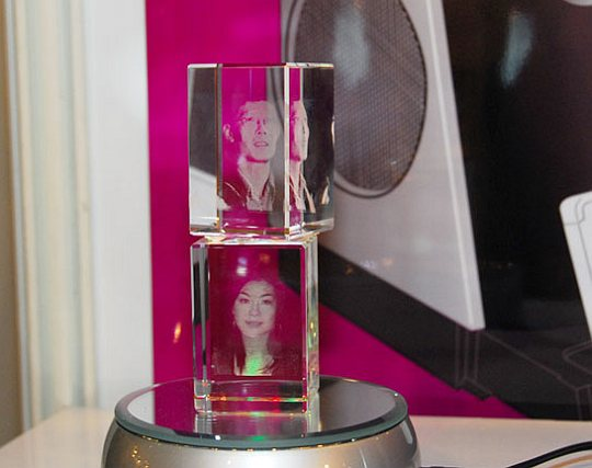 3D-cube photo-frame