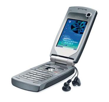 Nokia N71 - стильная раскладушка