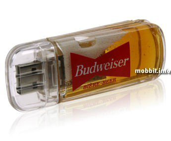 USB-флэшека, наполненная пивом