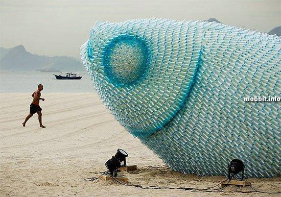 Гигантские рыбы из использованных пластиковых бутылок
