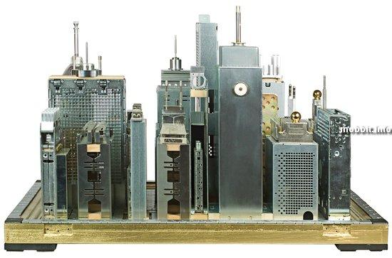 Скульптуры из старых компьютерных запчастей