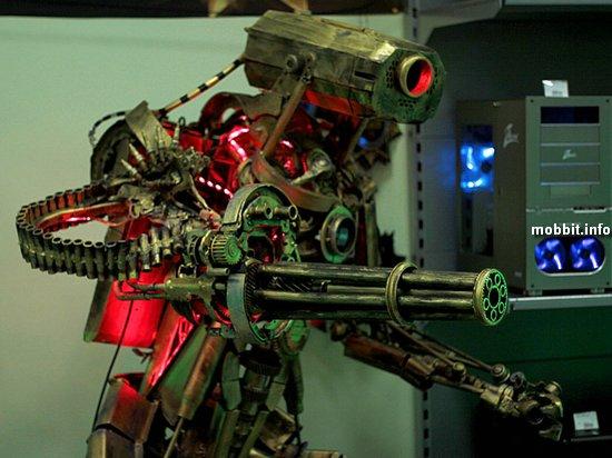 Геймерский компьютер в виде гигантского робота