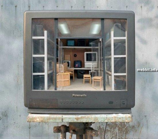 Интерьерные скульптуры внутри старых телевизоров