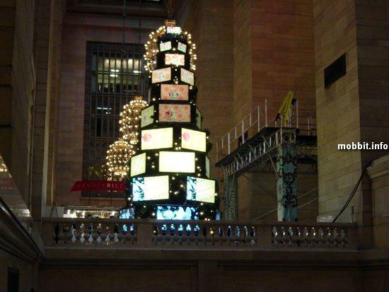 елка, украшенная LCD-телевизорами