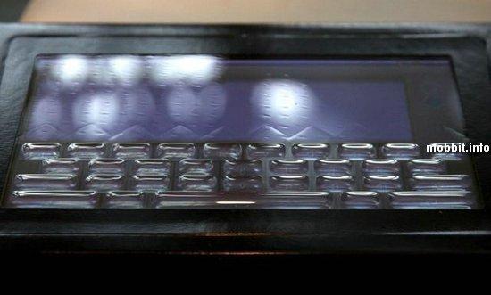 Сенсорный экран с возникающими и исчезающими физическими клавишами от Tactus
