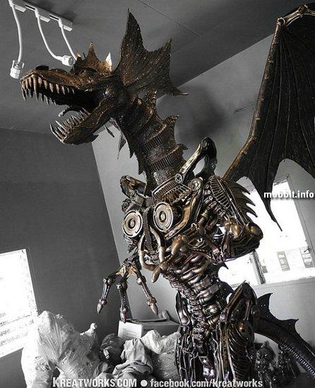 Огромный стимпанк-дракон из металлолома