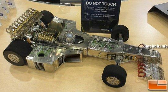 Автомобиль «Формулы-1» из 250 жестких дисков