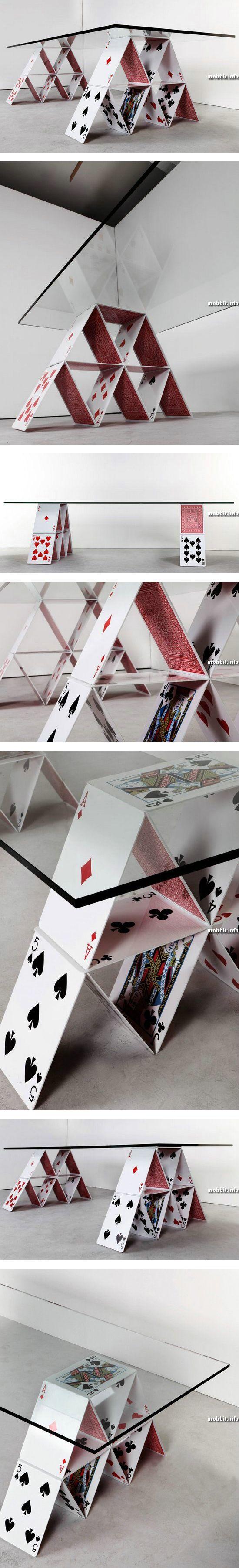 Журнальный столик в виде карточного домика