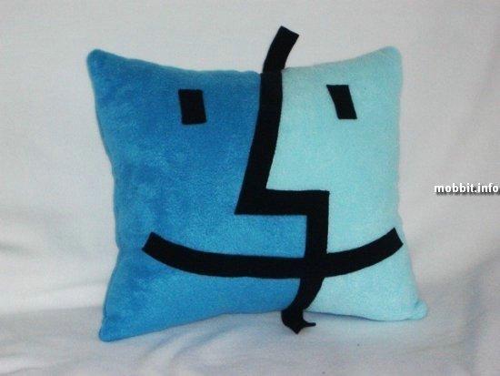 Прикольные подушки в виде популярных иконок