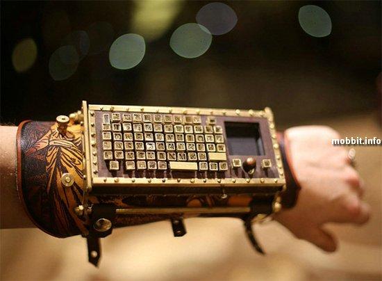 Кожаный напульсник со встроенной клавиатурой в стиле стимпанк