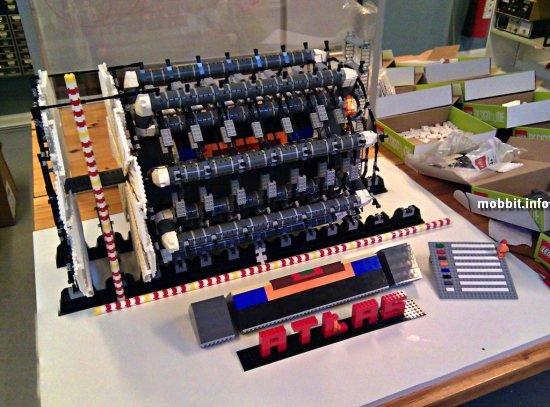 копия Большого адронного коллайдера из LEGO