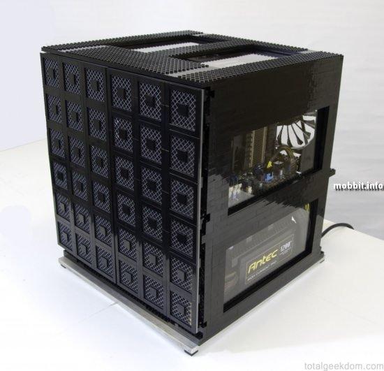 компьютер в корпусе из LEGO