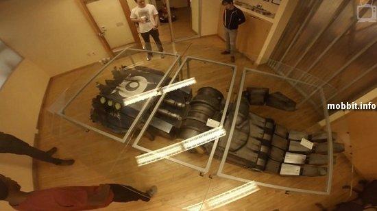 Конференц-стол из руки гигантского боевого робота