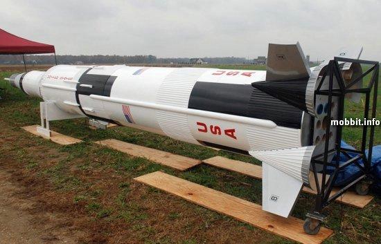 Уменьшенная копия ракеты Saturn V
