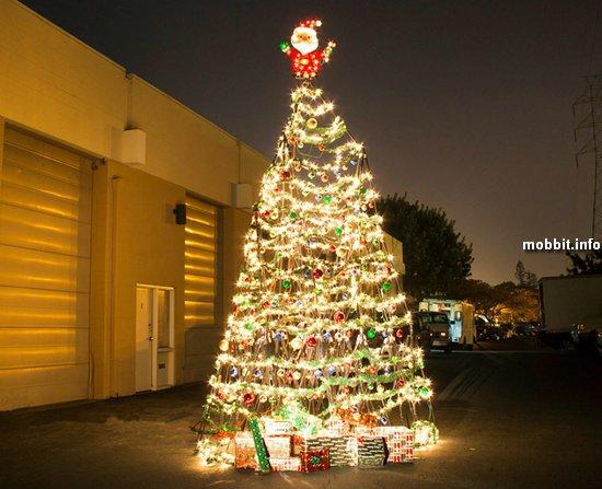 Новогодняя елка из… штативов